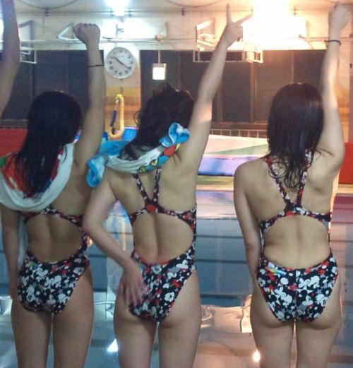 プールサイドにいる競泳水着を着た女の子のお尻を激写したエロ画像 32枚 No.21