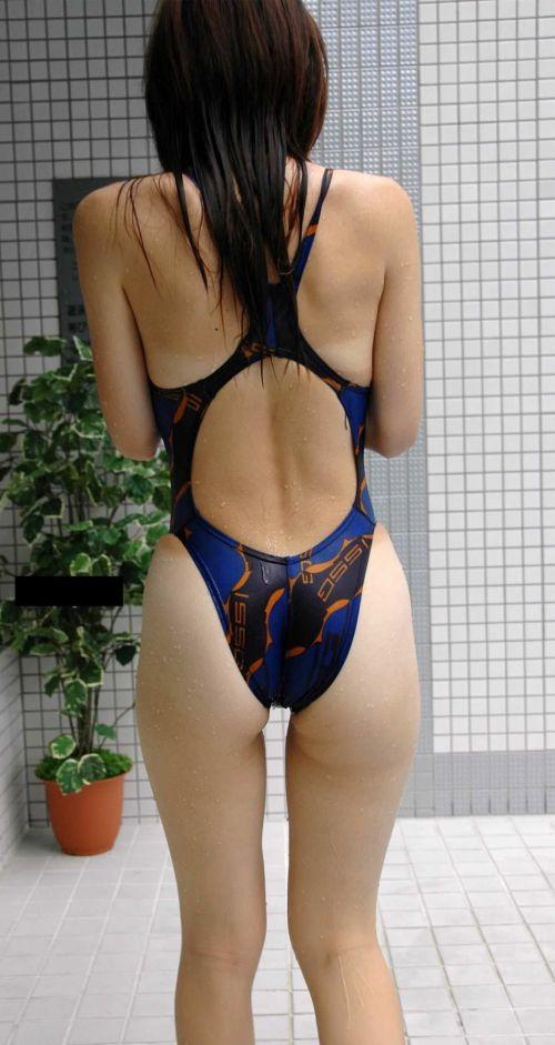 プールサイドにいる競泳水着を着た女の子のお尻を激写したエロ画像 32枚 No.29