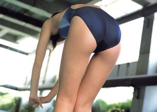 プールサイドにいる競泳水着を着た女の子のお尻を激写したエロ画像 32枚 No.32