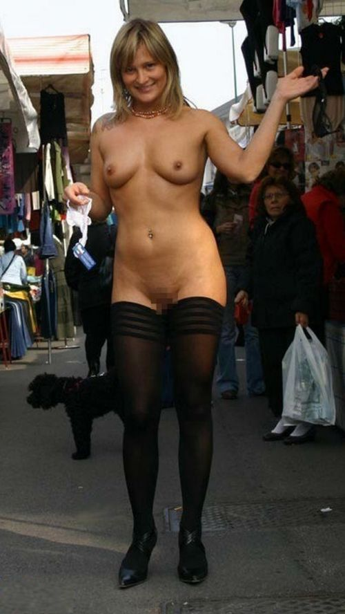 【野外露出】海外のパイパン美女達が街中で露出しちゃうエロ画像 31枚 No.30