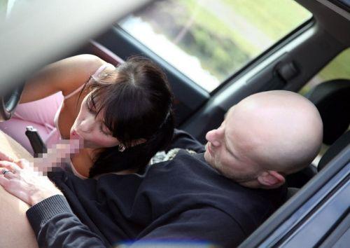 筋肉質外国人が力強く女性を抱いちゃうカーセックスのエロ画像 34枚 No.27