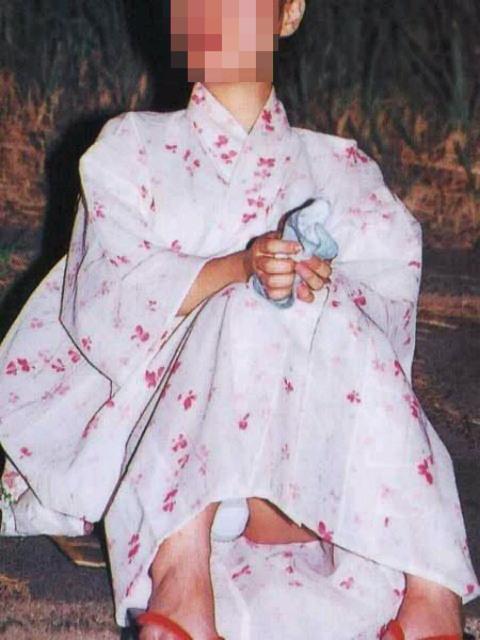 【画像】浴衣姿の女の子のしゃがみパンチラを隠し撮りした結果www 34枚 No.2