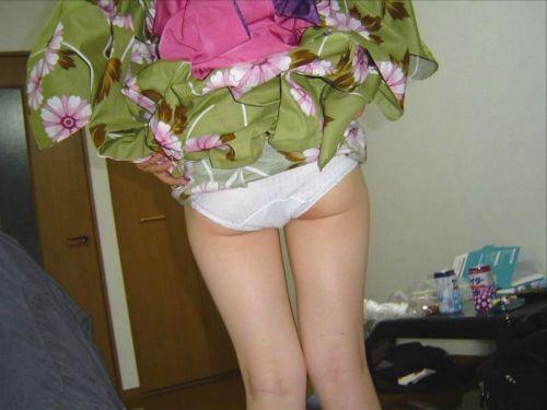 【画像】浴衣姿の女の子のしゃがみパンチラを隠し撮りした結果www 34枚 No.3
