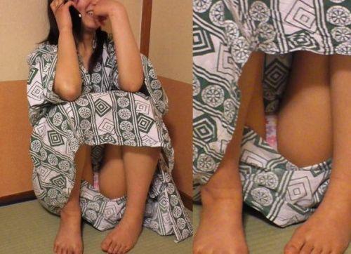 【画像】浴衣姿の女の子のしゃがみパンチラを隠し撮りした結果www 34枚 No.17