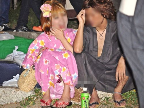 【画像】浴衣姿の女の子のしゃがみパンチラを隠し撮りした結果www 34枚 No.22