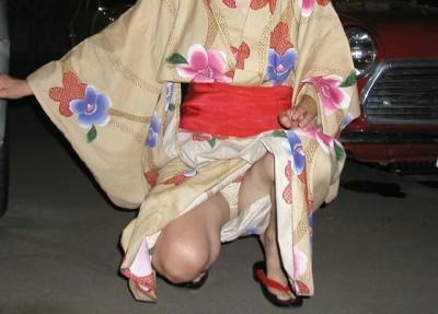 【画像】浴衣姿の女の子のしゃがみパンチラを隠し撮りした結果www 34枚 No.24