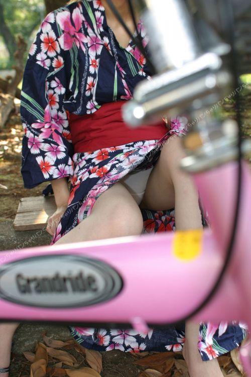 【画像】浴衣姿の女の子のしゃがみパンチラを隠し撮りした結果www 34枚 No.27
