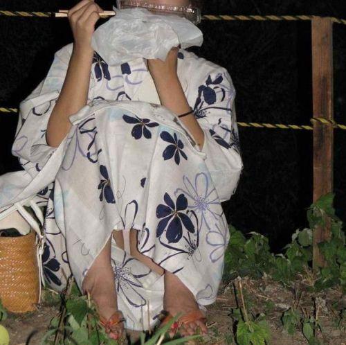 【画像】浴衣姿の女の子のしゃがみパンチラを隠し撮りした結果www 34枚 No.28