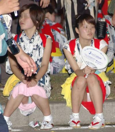 【画像】浴衣姿の女の子のしゃがみパンチラを隠し撮りした結果www 34枚 No.31
