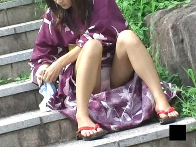 (写真)浴衣姿の女子のしゃがみパンツ丸見えを隠し撮りした結果wwwwww 34枚