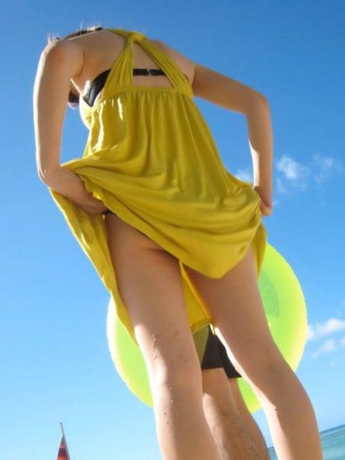 【画像】野外でパンティー脱いで着替えてる女子がエロい件www 40枚 No.20
