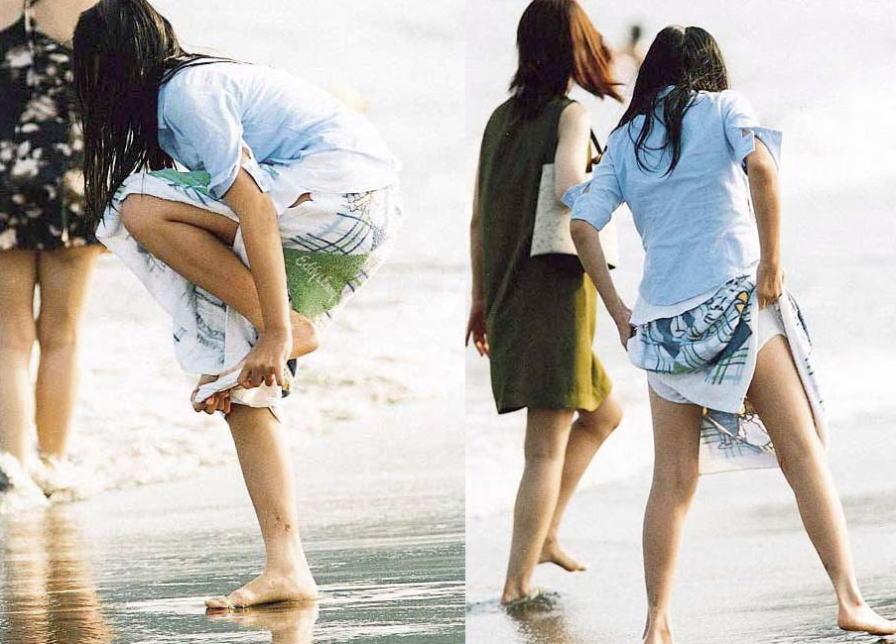 (写真)外でパンツ脱いで着替えてる女子がえろい件wwwwww 40枚