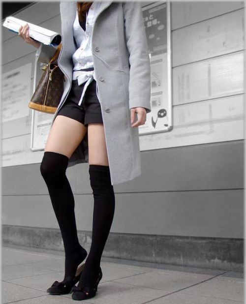 【画像】ニーソ女子のムチムチ太ももな絶対領域がエロ過ぎな件 51枚 No.33