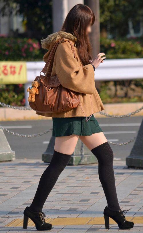 【画像】ニーソ女子のムチムチ太ももな絶対領域がエロ過ぎな件 51枚 No.50