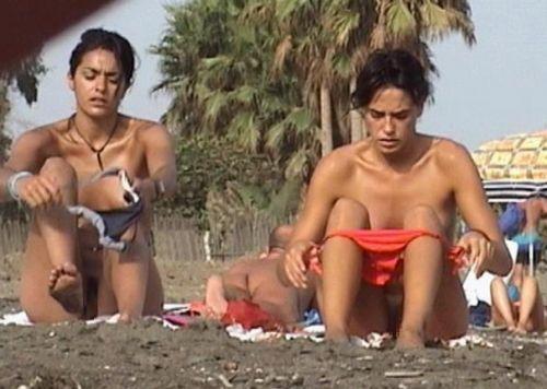 【画像】野外で隠さずに堂々と着替えるスタイル抜群の外国人女性達www 32枚 No.6