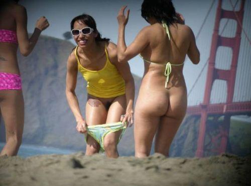 【画像】野外で隠さずに堂々と着替えるスタイル抜群の外国人女性達www 32枚 No.31
