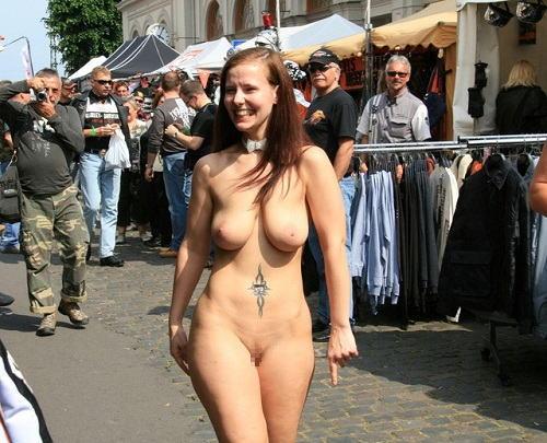 人混みが多い街を裸でお散歩する海外露出狂モデル達のえろ写真 31枚