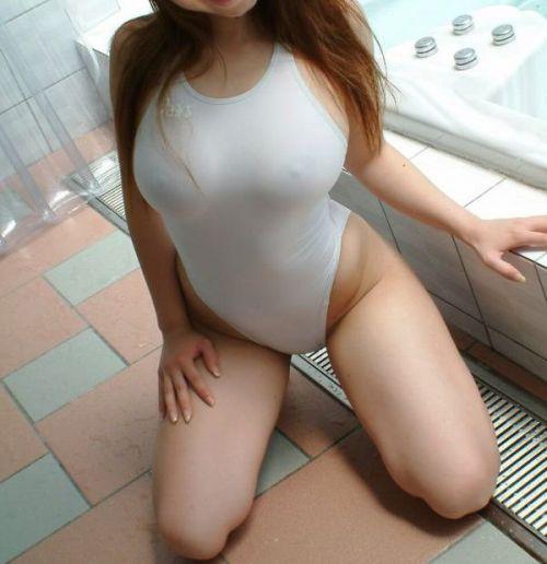 濡れてマン毛も乳首も透け透けになっちゃう競泳水着のお姉さんwww 31枚 No.30
