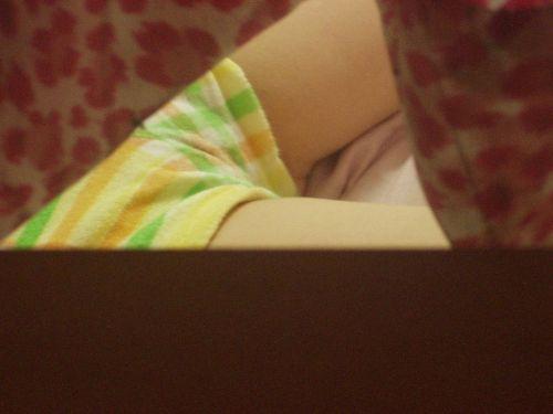 【画像】ケツのデカイ姉が派手な下着で寝てるんだがwww 30枚 No.4