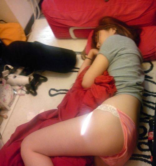【画像】ケツのデカイ姉が派手な下着で寝てるんだがwww 30枚 No.28
