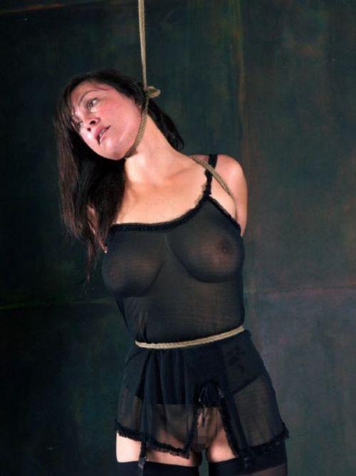 【事故注意】外人女性の首をロープで締め上げる狂人プレイのエロ画像 34枚 No.4