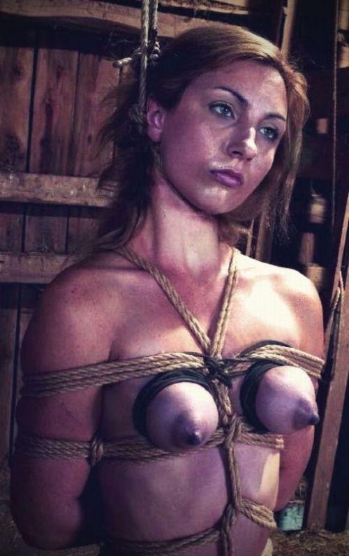 【事故注意】外人女性の首をロープで締め上げる狂人プレイのエロ画像 34枚 No.21