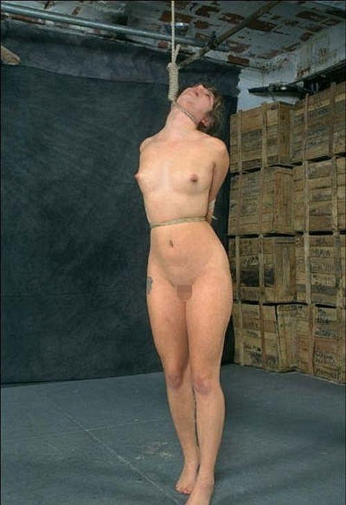【事故注意】外人女性の首をロープで締め上げる狂人プレイのエロ画像 34枚 No.31