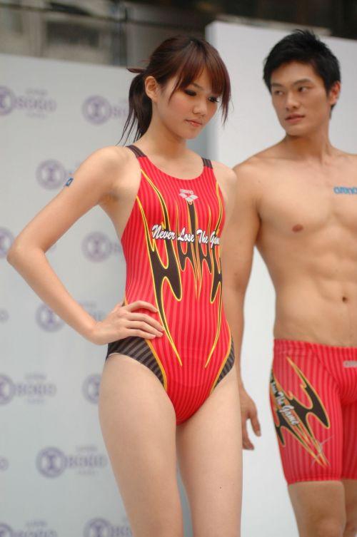 プールサイドを歩く競泳水着を着た水泳部の女の子の太ももや股間www 44枚 No.6