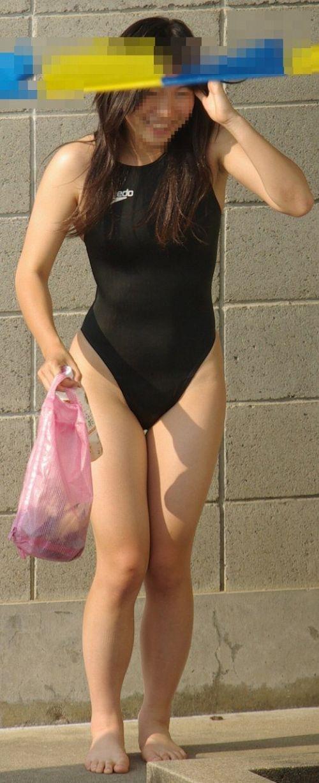 プールサイドを歩く競泳水着を着た水泳部の女の子の太ももや股間www 44枚 No.17