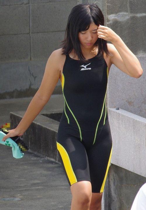 プールサイドを歩く競泳水着を着た水泳部の女の子の太ももや股間www 44枚 No.32