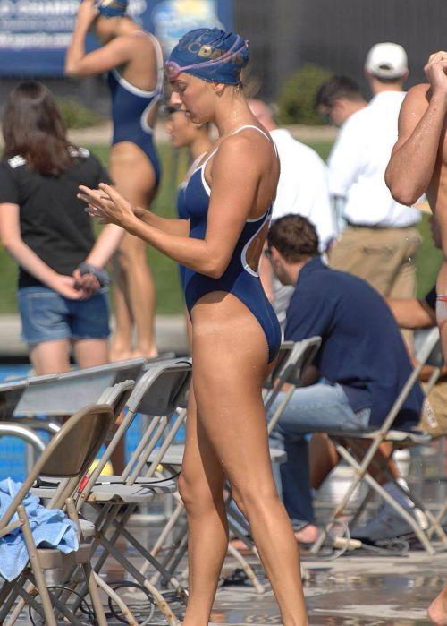 プールサイドを歩く競泳水着を着た水泳部の女の子の太ももや股間www 44枚 No.33