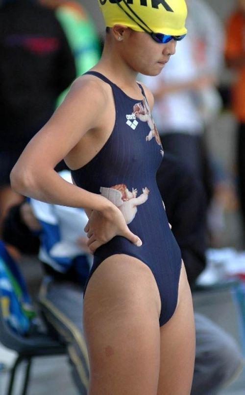 プールサイドを歩く競泳水着を着た水泳部の女の子の太ももや股間www 44枚 No.40