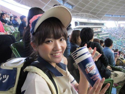 【画像】プロ野球の試合でビールを売ってる売り子が即バボwww 37枚 No.16