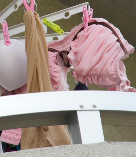 干した洗濯物マニア必見!パンティやブラジャーの盗撮エロ画像 35枚 No.2