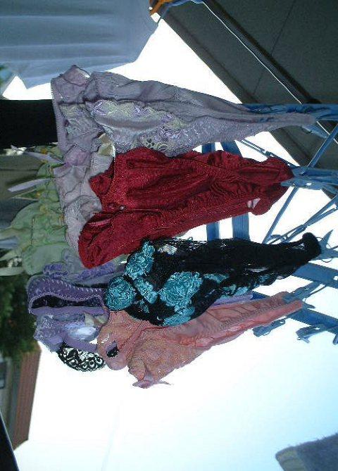 干した洗濯物マニア必見!パンティやブラジャーの盗撮エロ画像 35枚 No.4