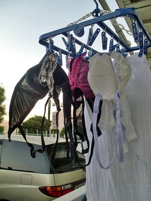 干した洗濯物マニア必見!パンティやブラジャーの盗撮エロ画像 35枚 No.11