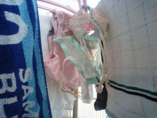 干した洗濯物マニア必見!パンティやブラジャーの盗撮エロ画像 35枚 No.13