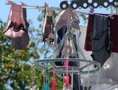 干した洗濯物マニア必見!パンティやブラジャーの盗撮エロ画像 35枚 No.16