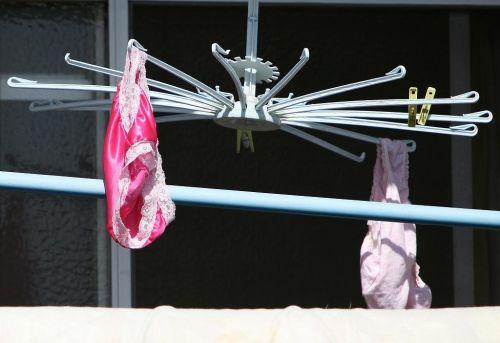 干した洗濯物マニア必見!パンティやブラジャーの盗撮エロ画像 35枚 No.19