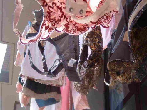 干した洗濯物マニア必見!パンティやブラジャーの盗撮エロ画像 35枚 No.21