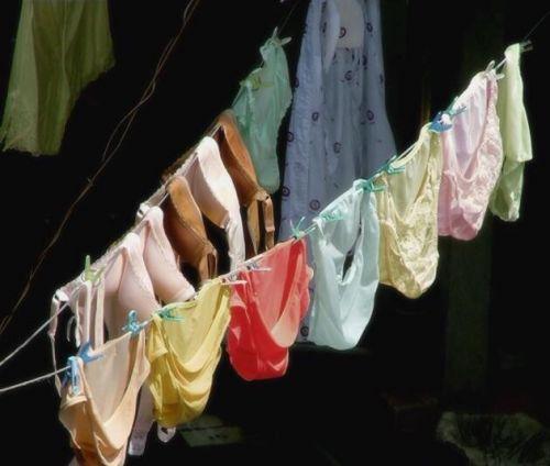 干した洗濯物マニア必見!パンティやブラジャーの盗撮エロ画像 35枚 No.24