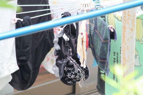 干した洗濯物マニア必見!パンティやブラジャーの盗撮エロ画像 35枚 No.27
