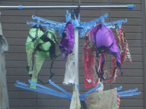 干した洗濯物マニア必見!パンティやブラジャーの盗撮エロ画像 35枚 No.30