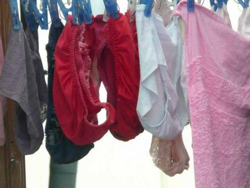干した洗濯物マニア必見!パンティやブラジャーの盗撮エロ画像 35枚 No.31