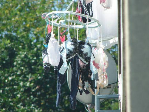 干した洗濯物マニア必見!パンティやブラジャーの盗撮エロ画像 35枚 No.32