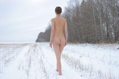 【野外露出】全裸外国人が雪の中で楽しそうたわむれる姿でアナ雪思い出したwww 29枚 No.3