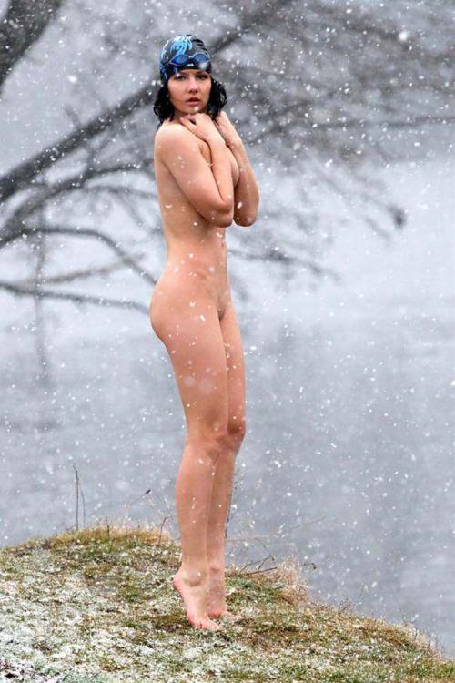 【野外露出】全裸外国人が雪の中で楽しそうたわむれる姿でアナ雪思い出したwww 29枚 No.16