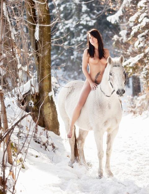 【野外露出】全裸外国人が雪の中で楽しそうたわむれる姿でアナ雪思い出したwww 29枚 No.23