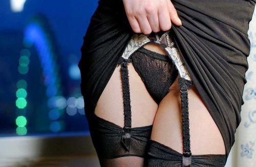 美女に高級黒ガーターベルトが太ももとお尻に食い込むエロ画像 31枚 No.3