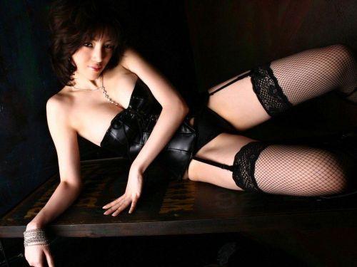 美女に高級黒ガーターベルトが太ももとお尻に食い込むエロ画像 31枚 No.7